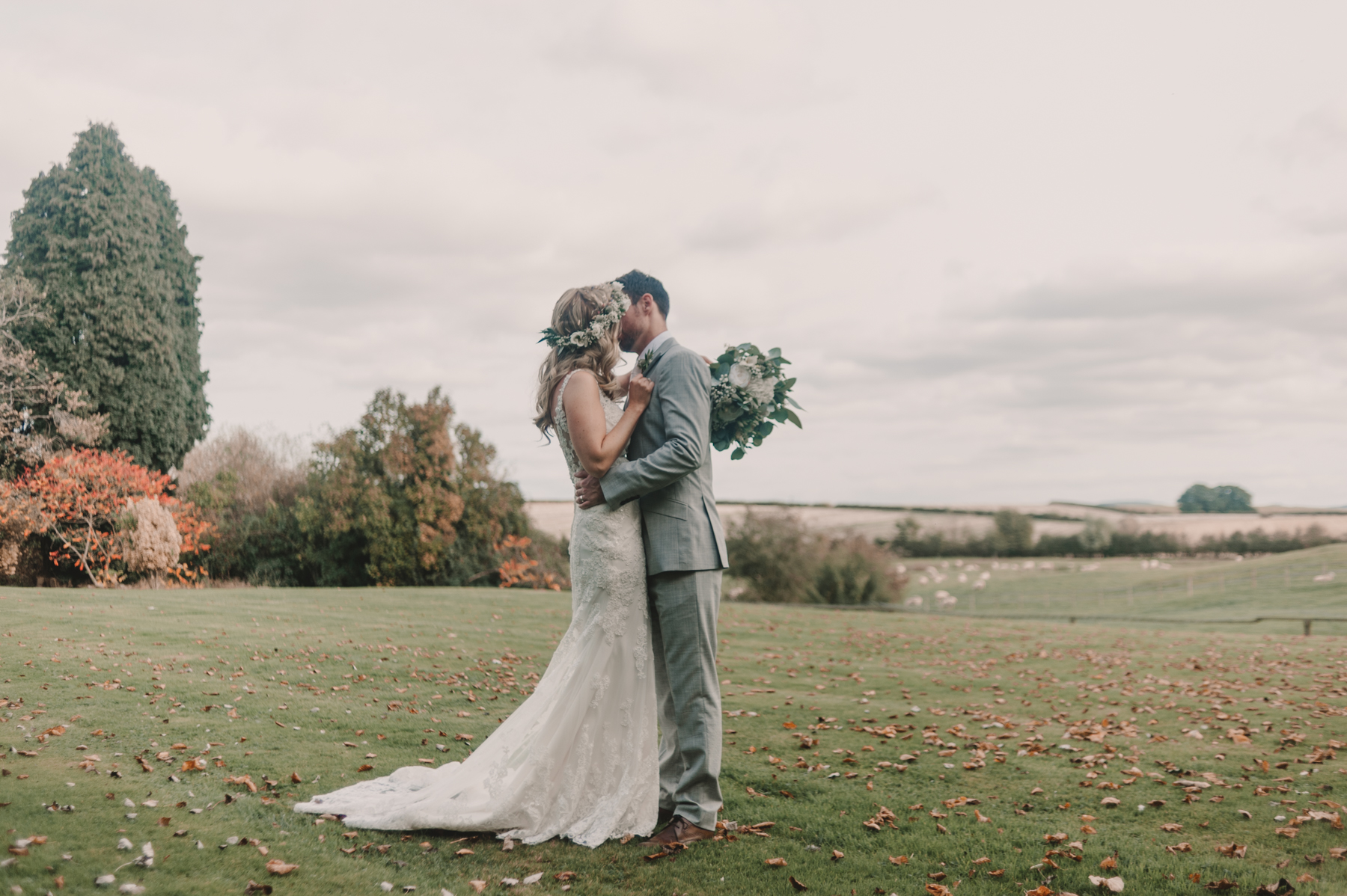 Herefordshire-barn-wedding-highlights-080.jpg
