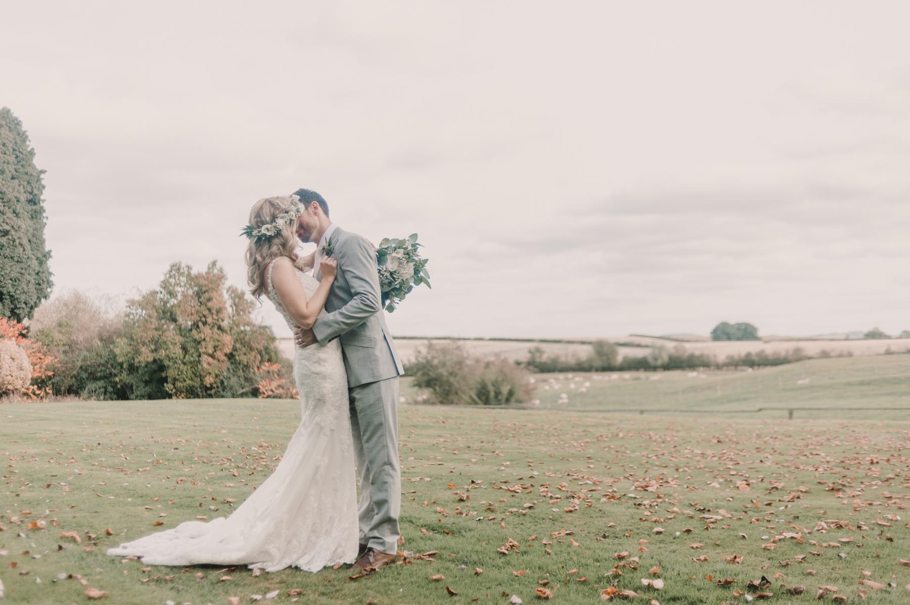 Herefordshire-barn-wedding-highlights-081.jpg