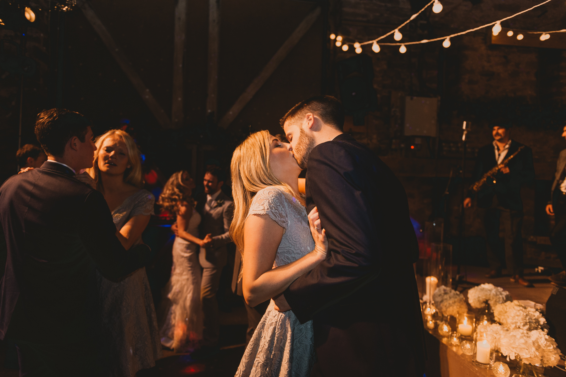 Herefordshire-barn-wedding-highlights-150.jpg
