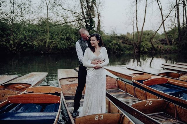 Oxford wedding. Gorgeous couple, gorgeous city, punts. Perfection. . . . . . .  #weddingphotographer #weddingphotographers #howheasked #thedailywedding #loveauthentic #chasinglight #weddingseason #weddingchicks #loveintentionally #stylemepretty #aisleperfect #thehappynow #ohwowyes #justengaged #soloverly #thatsdarling #wedinsussex #photographyfarmer #sussexweddingphotographer #sussexweddingphotographers #dvlop #engagementphotographer #weddingplanning #fineartphotographer #engagementsession #shesaidyes #couplesgoals #dirtybootsandmessyhair #brightonwedding #brightonweddingphotographer