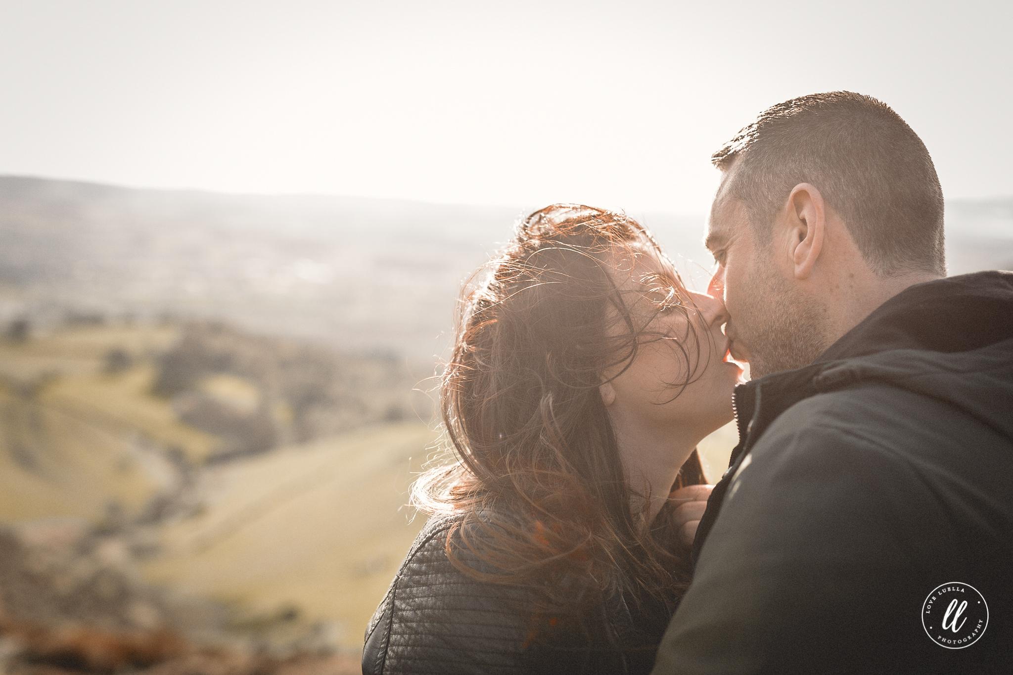 couple kissing moel famau