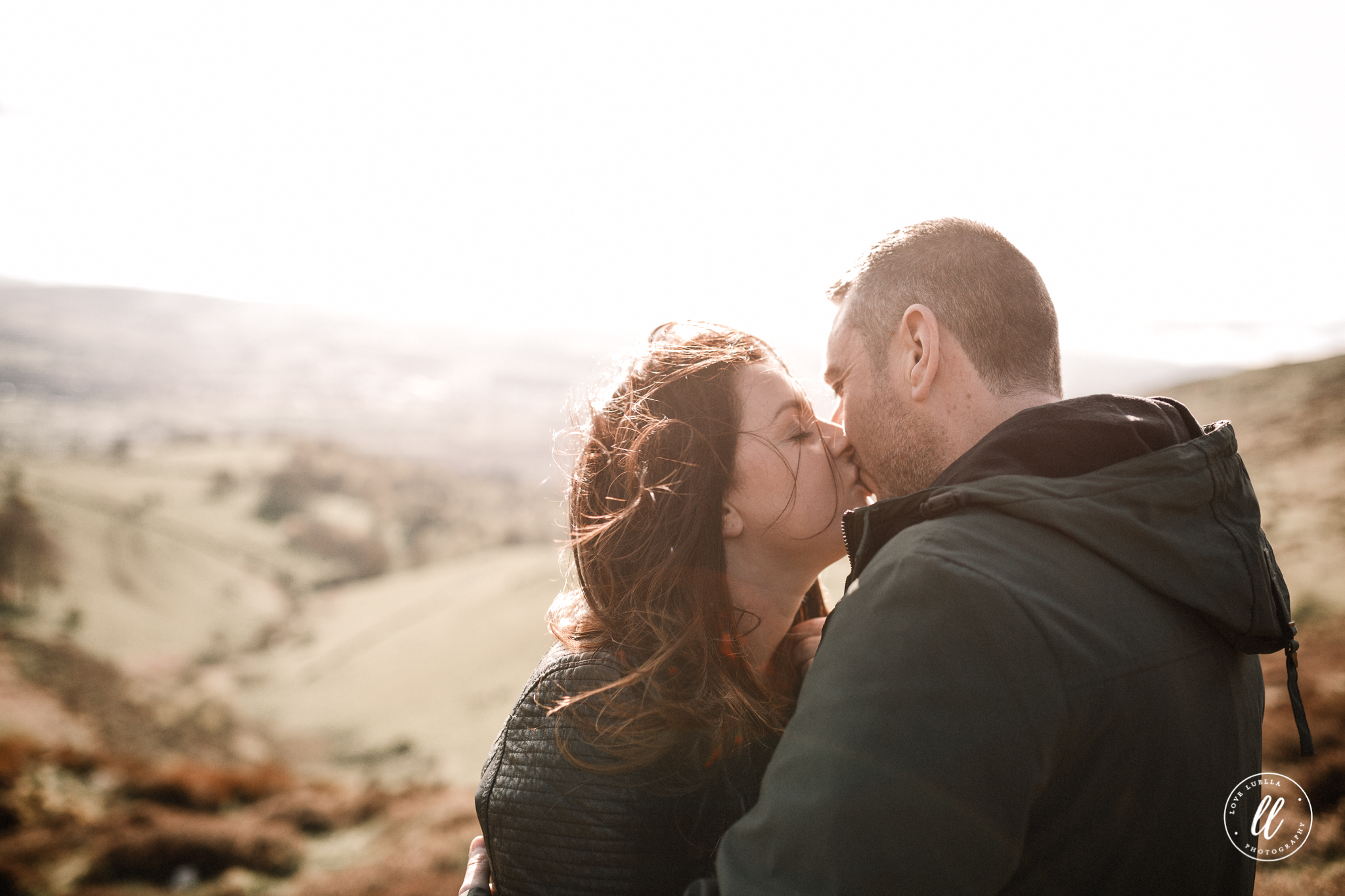 kissing couple photography