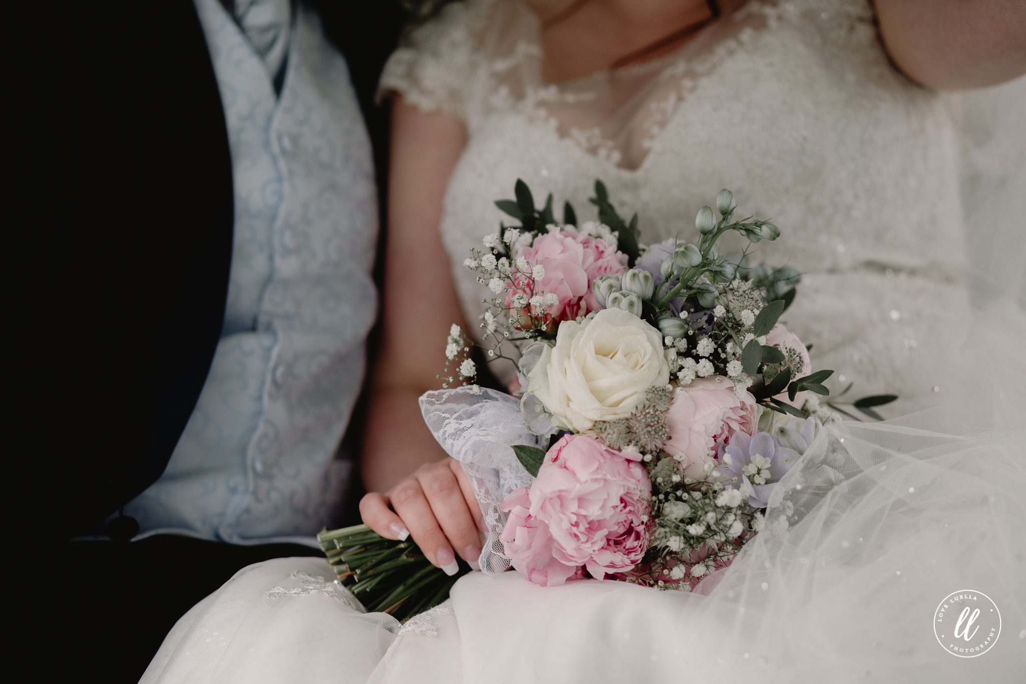 An alternative view of the bridal bouquet by The Very Nice Flower Company