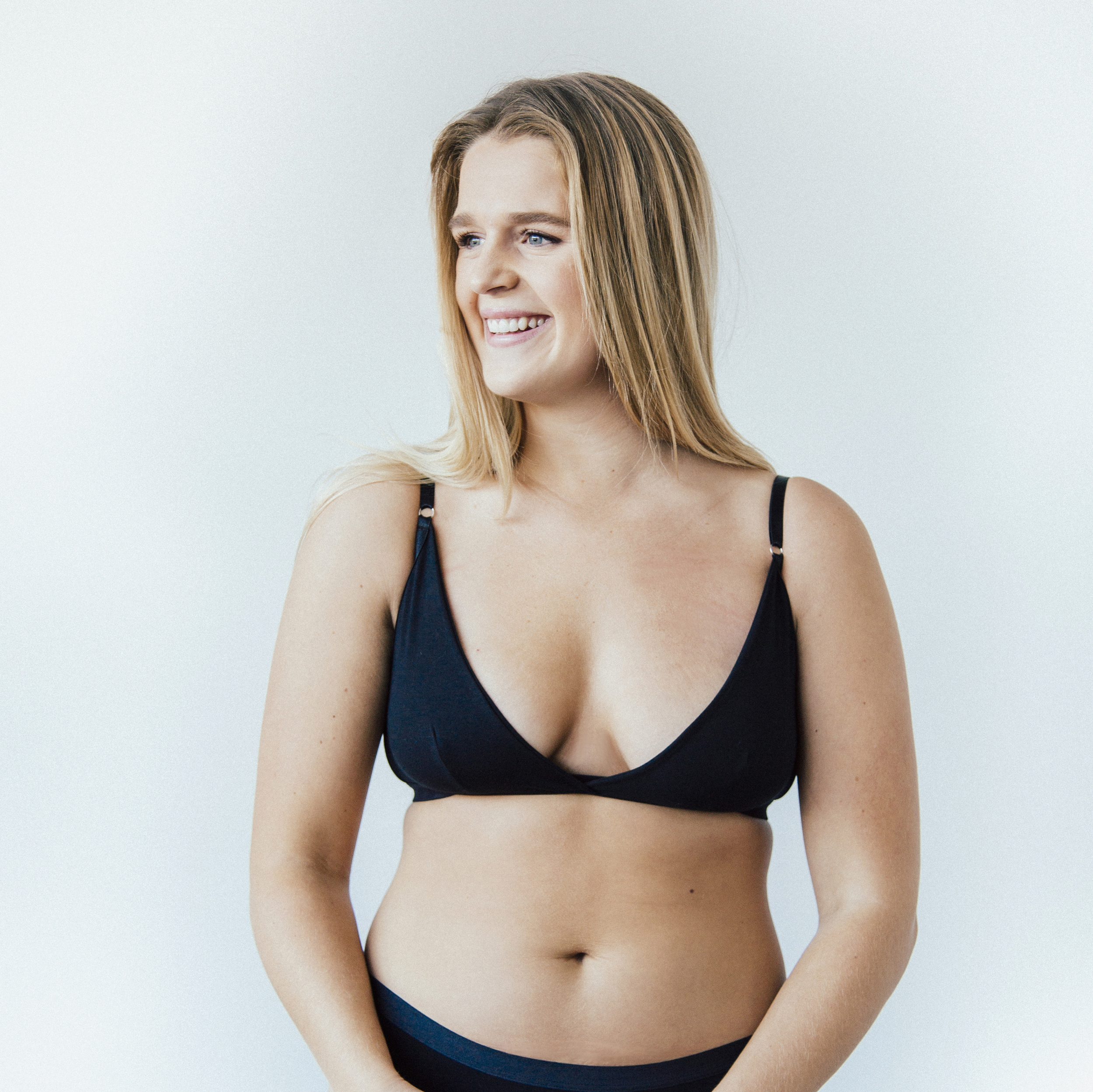 Julie, Cup DD wears a large in the Lux Everyday Bra