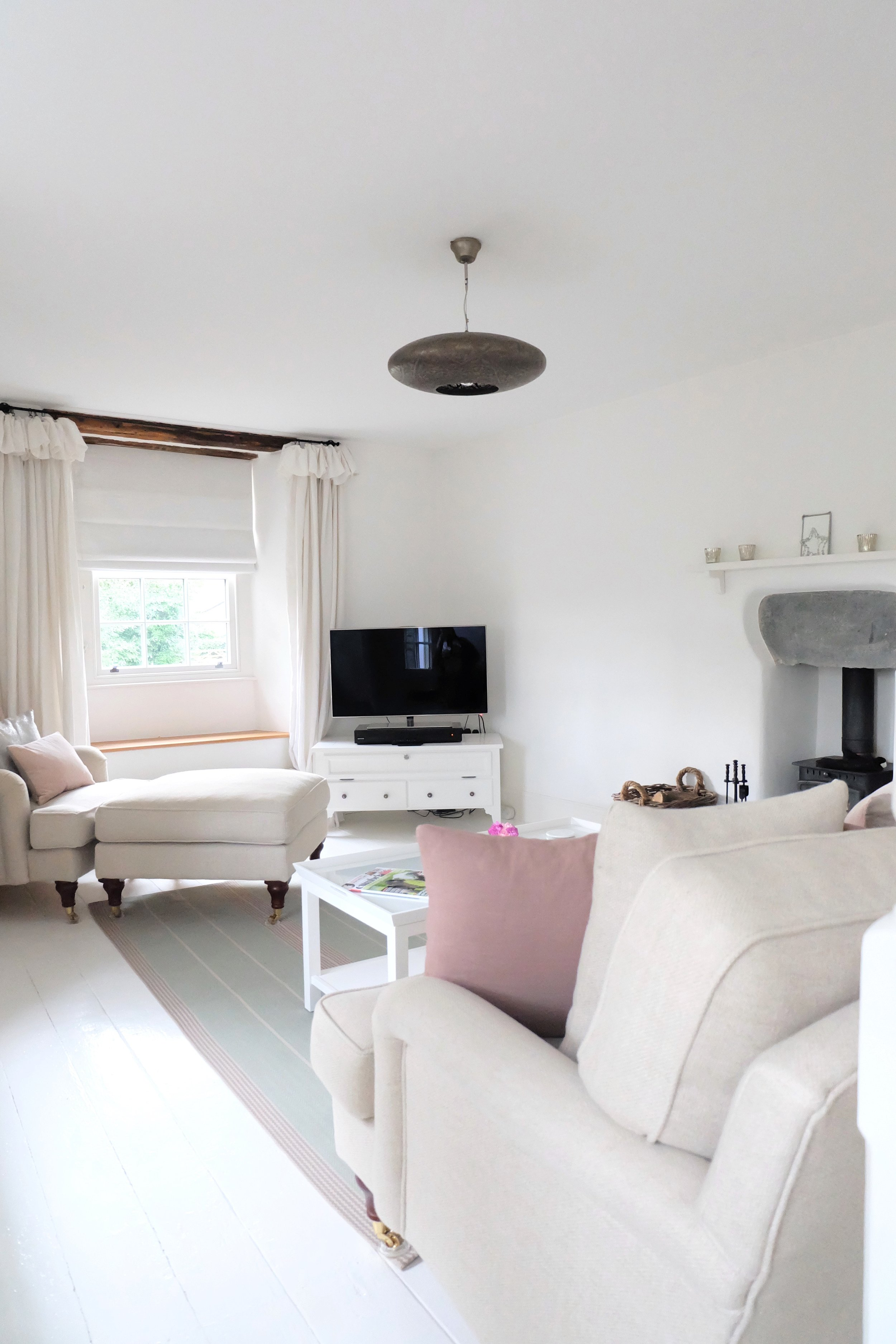 Country cottage lounge