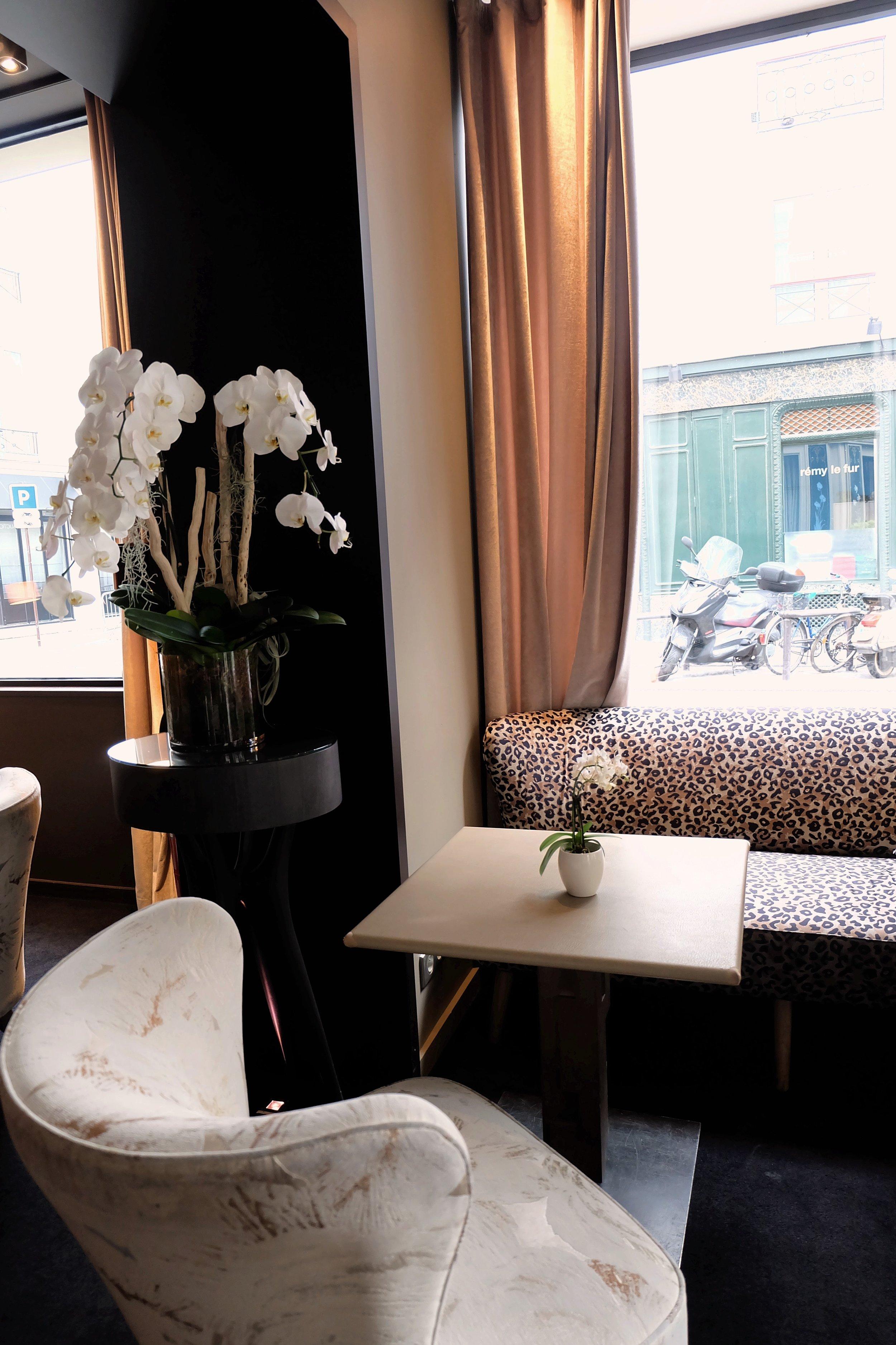 Paris hotel decor
