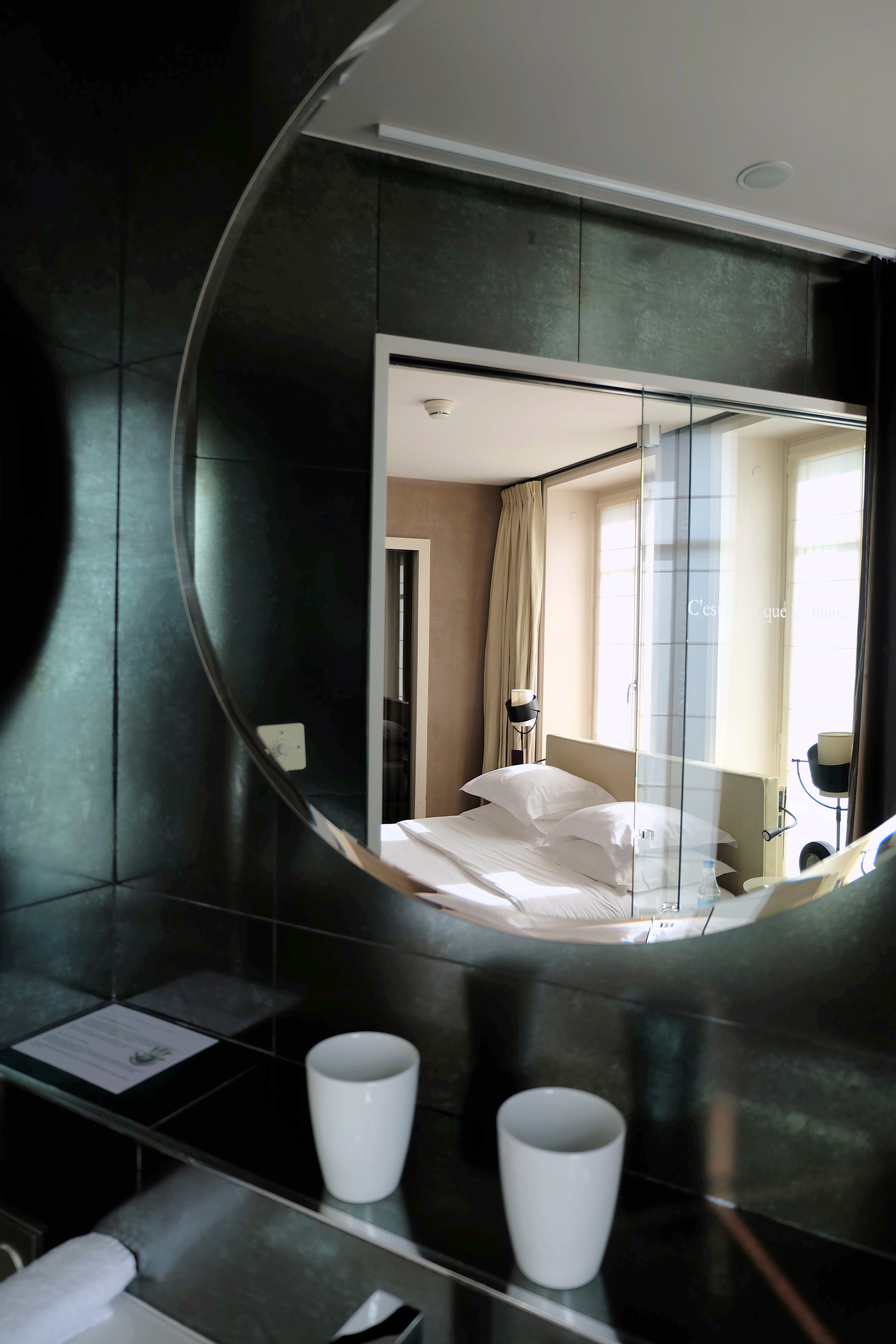 Modern Paris bathroom