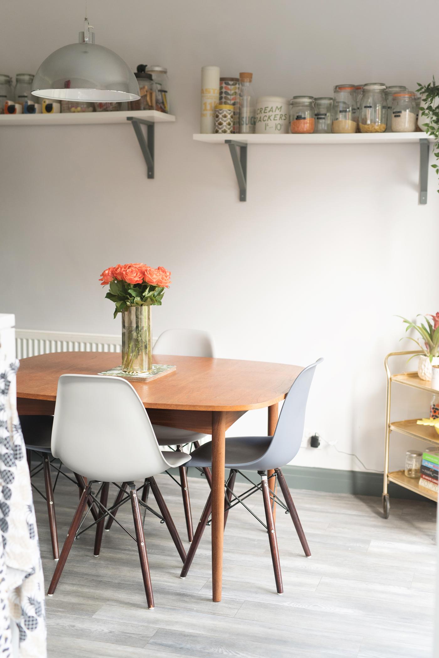 Retro kitchen diner decor