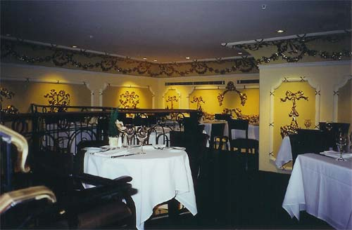 Mezzanine Level Dining