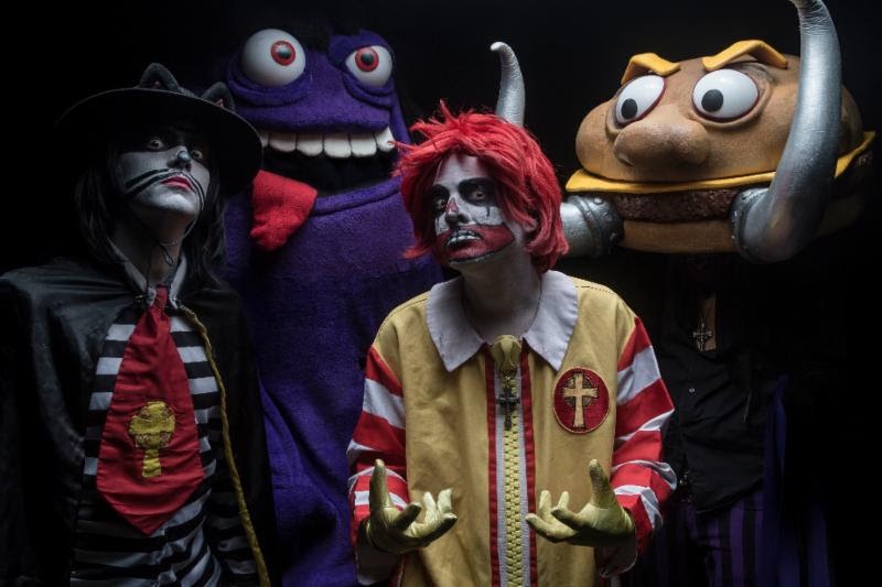 """Photo by Jeremy Saffer   Fast food-themed Black Sabbath parody kings MAC SABBATH are about to kick off another North American tour, beginning October 27 in Pomona, CA at Lagunitas Beer Circus! In celebration of the tour, the band have released their second recorded song, """"Sweet Beef"""", along with a brand new, zany music video for the track. The music video features maniacal marionettes in the image of the band members themselves!  Watch the """"Sweet Beef"""" video now via premier comedy site The Laugh Button : https://thelaughbutton.com/music/watch-the-exclusive-premiere-of-mac-sabbaths-trippy-video-sweet-beef/   This video is so psychedelic, it will leave you with the munchies! Deranged vocalist Ronald Osbourne says: """"Mac Sabbath 'meats' marionettes! There will be blood!""""   The """"Sweet Beef"""" video concept was created by MAC SABBATH , Michael Serwich and Matt Scott, with maroniettes managed by Matt Scott and Rasputin's Marionettes and editing and effects by Joe Seafus.  See below for all confirmed tour dates! Tickets are available via each venue. Learn more here: http://www.officialmacsabbath.com/    MAC SABBATH Confirmed U.S. Tour Dates:   10/27 - Pomona, CA @ Pomona Fairplex - Lagunitas Beer Circus  10/28 - Long Beach, CA @ Alex's Bar  10/29 - San Diego, CA @ The Casbah  10/31 - San Francisco, CA @ Great American Music Hall  11/1 - San Jose, CA @ The Ritz  11/2 - Crystal Bay, NV @ Crown Room at Crystal Bay Casino  11/3 - Portland, OR @ Dante's  11/4 - Tacoma, WA @ Jazzbones  11/07 - Calgary, AB @ Dickens  11/08 - Edmonton, AB @ Starlight Room  11/09 - Saskatoon, SK @ Amigos Cantina  11/10 - Regina, SK @ Riddell Centre  11/11 - Winnipeg, MB @ The Pyramid Cabaret  11/14 - Hamilton, ON @ This Ain't Hollywood  11/15 - Toronto, ON @ Lee's Palace  11/16 - Buffalo, NY @ Tralf Music Hall  11/17 - Grand Rapids, MI @ Pyramid Scheme  11/18 - Palatine, IL @ Durty Nellies  11/19 - Hobart, IN @ Hobart Art Theater  11/21 - Lincoln, NE @ The Bourbon  11/22 - Denver, CO @ Bluebird Theatr"""