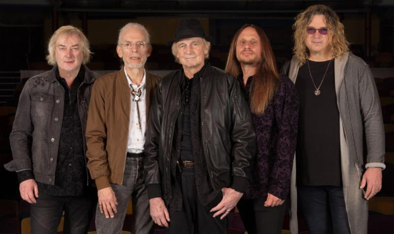 YES (L-R): Geoff Downes, Steve Howe, Alan White, Jon Davison, Billy Sherwood    Photo Credit: Gottlieb Bros.