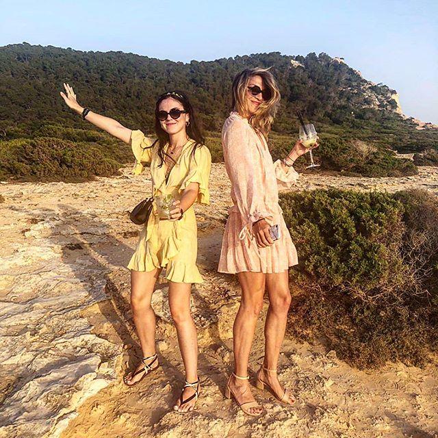 ☀️ + 🌊 +🌴 + 💃🏼 #IBIZA . Happy birthday @daphnejouanneteau - a golden start to your golden birthday 💛✨😘 #eurotrip #summeradventures #birthdaytravel #goldenhour #musiclovers #whywalkwhenyoucandance 🍒