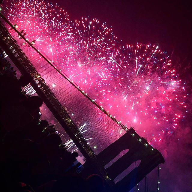 The best I've ever seen ✨🌟✨ HAPPY BIRTHDAY, AMERICA! 💛 `For 25-30 glorious minutes - Americans - even New Yorkers - can put aside their differences to accept one universal truth: #fireworks are cool as hell 😎 🙌🏼🇺🇸🤩