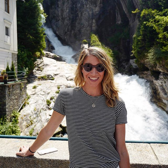 Tough to beat the #positivevibes of a gorgeous waterfall — and #badgastein did not disappoint! 💦😁🙌🏼 #positiveenergy #wasserfall #hydroelectricity #austrianalps #chasingwaterfalls #mondaymotivation #mondayfeels