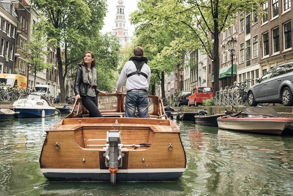 Varen in Amsterdam met elektrische buitenboordmotor