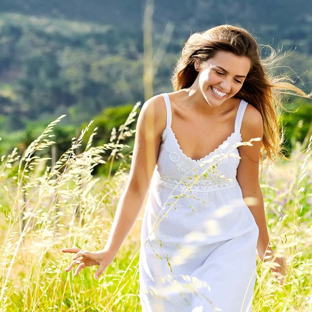 СЧАСТЛИВАЯ 🌿🌿🌿 Как много и часто мы говорим о счастье и здоровье, ведь эти два понятия очень с собою взаимосвязаны! Если мы питаемся осознанно, мы более энергичны и здоровы! А если мы энергичны - мы всегда счастливы, потому что с энергией мы успеваем делать то, что нам нравится! ⠀ Что это за энергия? Откуда мы черпаем жизненную силу? Энергия в основе всего. 🦋Это живительная сила для всего живого.  Сейчас уже многие слышали о тонких энергиях, но до сих пор это многим кажется чем-то загадочным, эфемерным и неправдоподобным.😌 ⠀ На самом деле, если присмотреться к себе и понаблюдать за жизнью вокруг, это становится понятным и очевидным для каждого. ⠀ Чтобы быть здоровым нужно быть наполненным энергией, чтобы иметь успех и деньги, нужно много сил, чтобы действовать, создавать и воплощать свои планы в жизнь, чтобы быть счастливым в любви также нужно источать гармоничную энергию.🙏 ⠀ Всё начинается с энергии. ⠀ Энергия управляет нашей жизнью. И если вы позаботитесь о своей энергии и научитесь ею управлять – это откроет вам путь к счастью и неограниченным возможностям.🖐 ⠀ Будьте здоровы, будьте счастливы и энергичны! 🌿🌿🌿