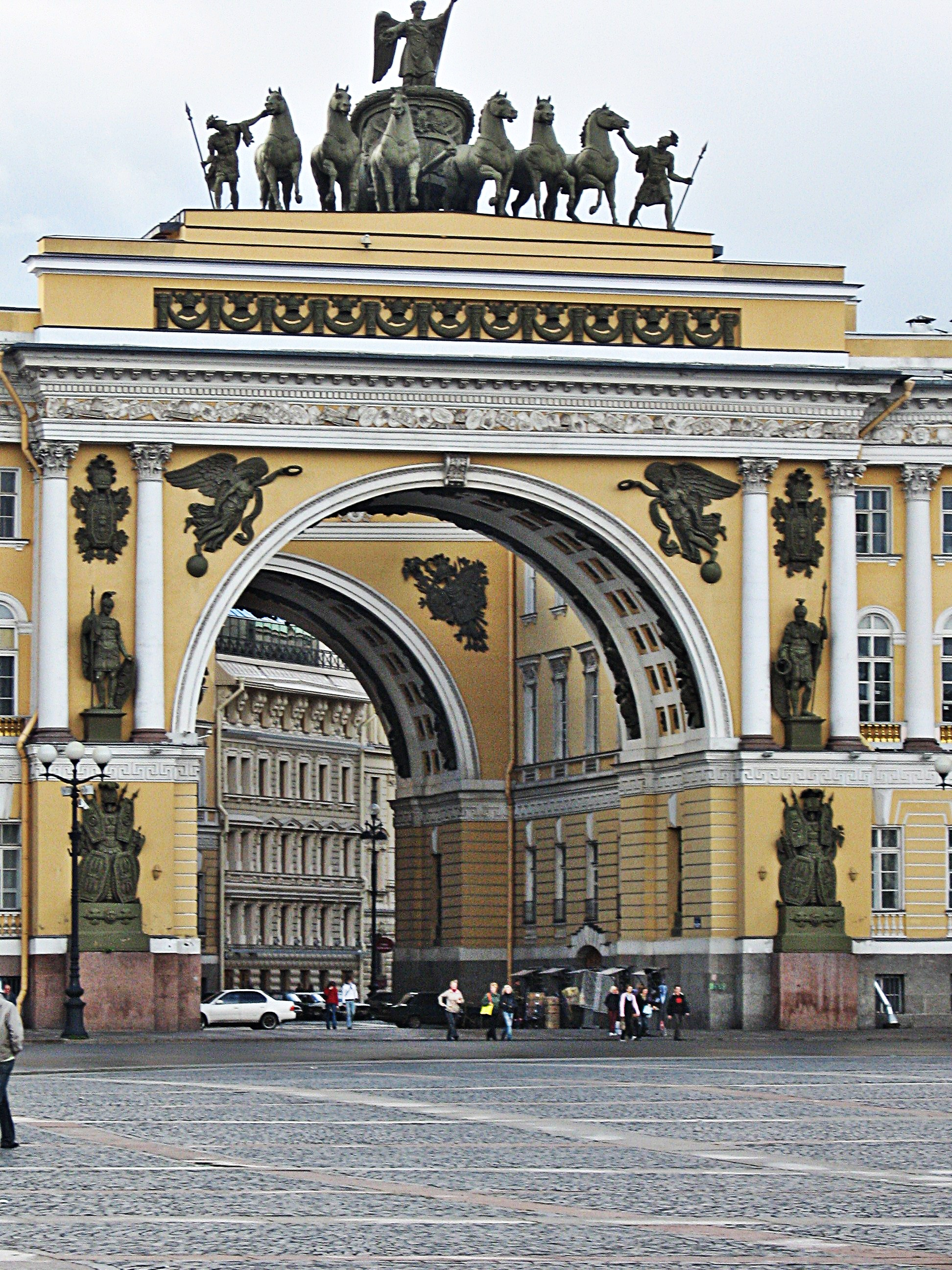 San_Pietroburgo-Piazza_del_Palazzo_3.jpg