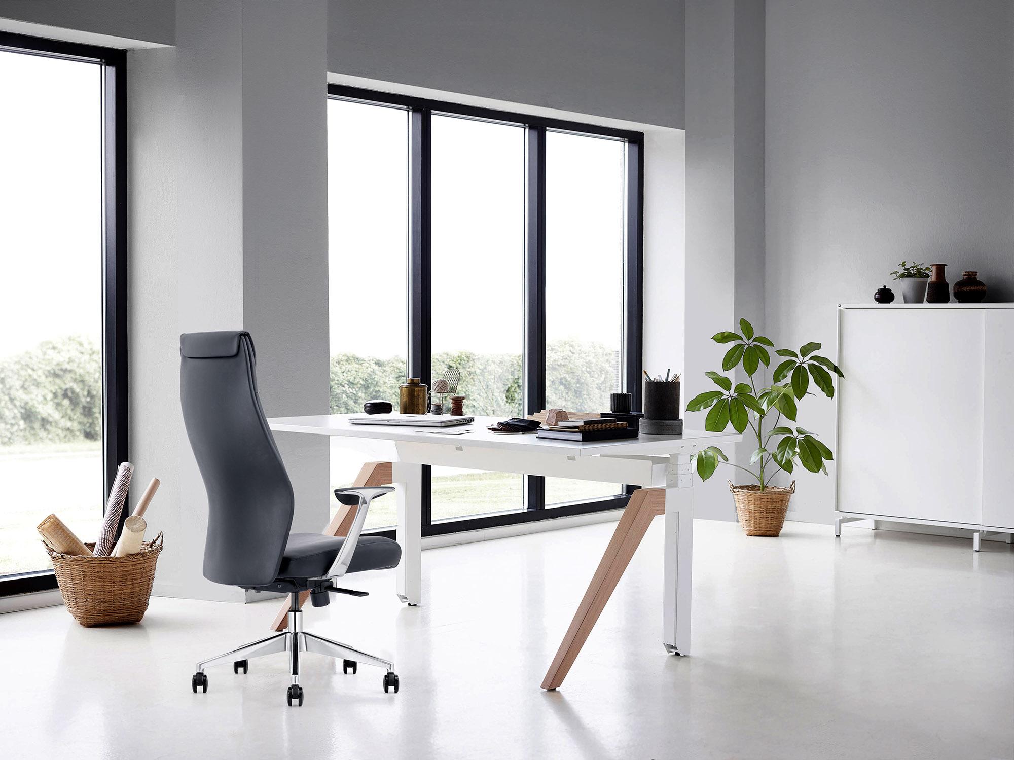 LOD58-leather-on-demand-management-chair-black.jpg