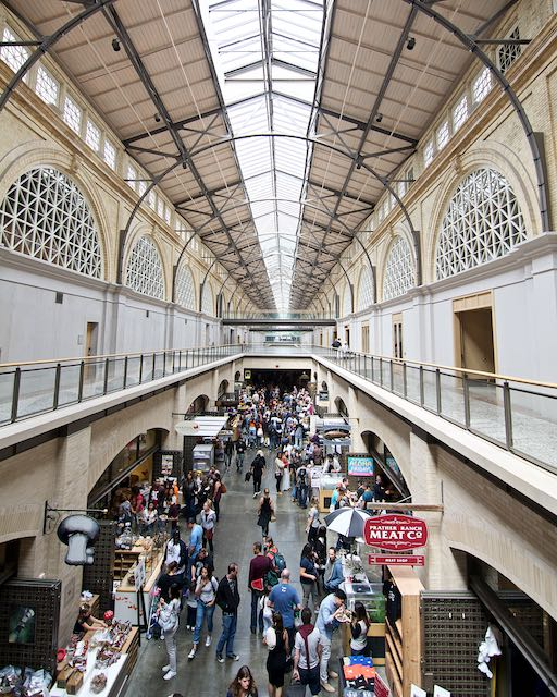 Saturday market (Pier 1)