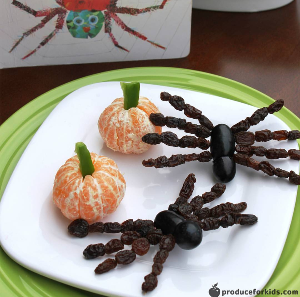 These great pumpkins and spiders are all kinds of healthy and done by  @produceforkids