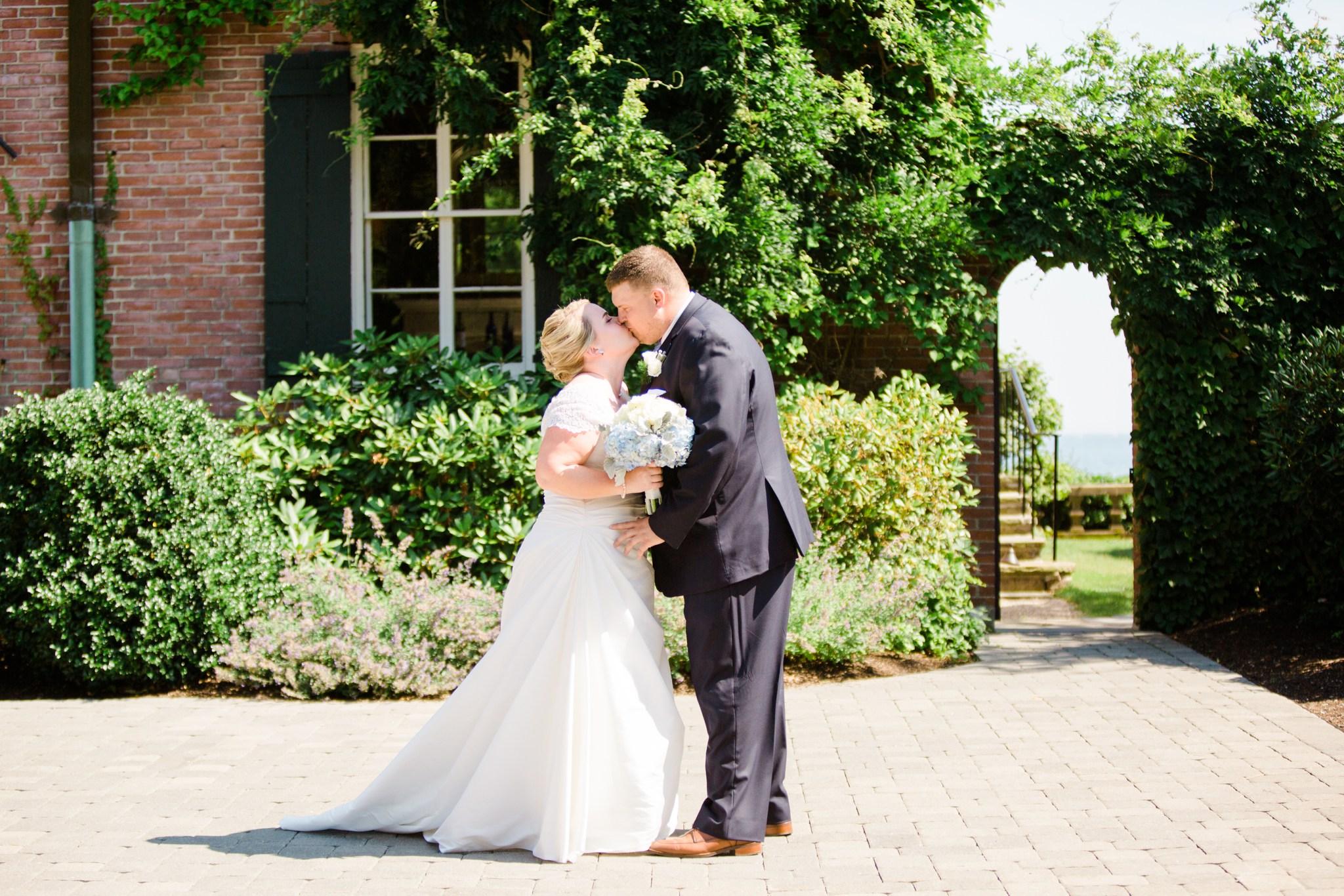 misselwood_endicott_college_wedding_photos_00023.JPG