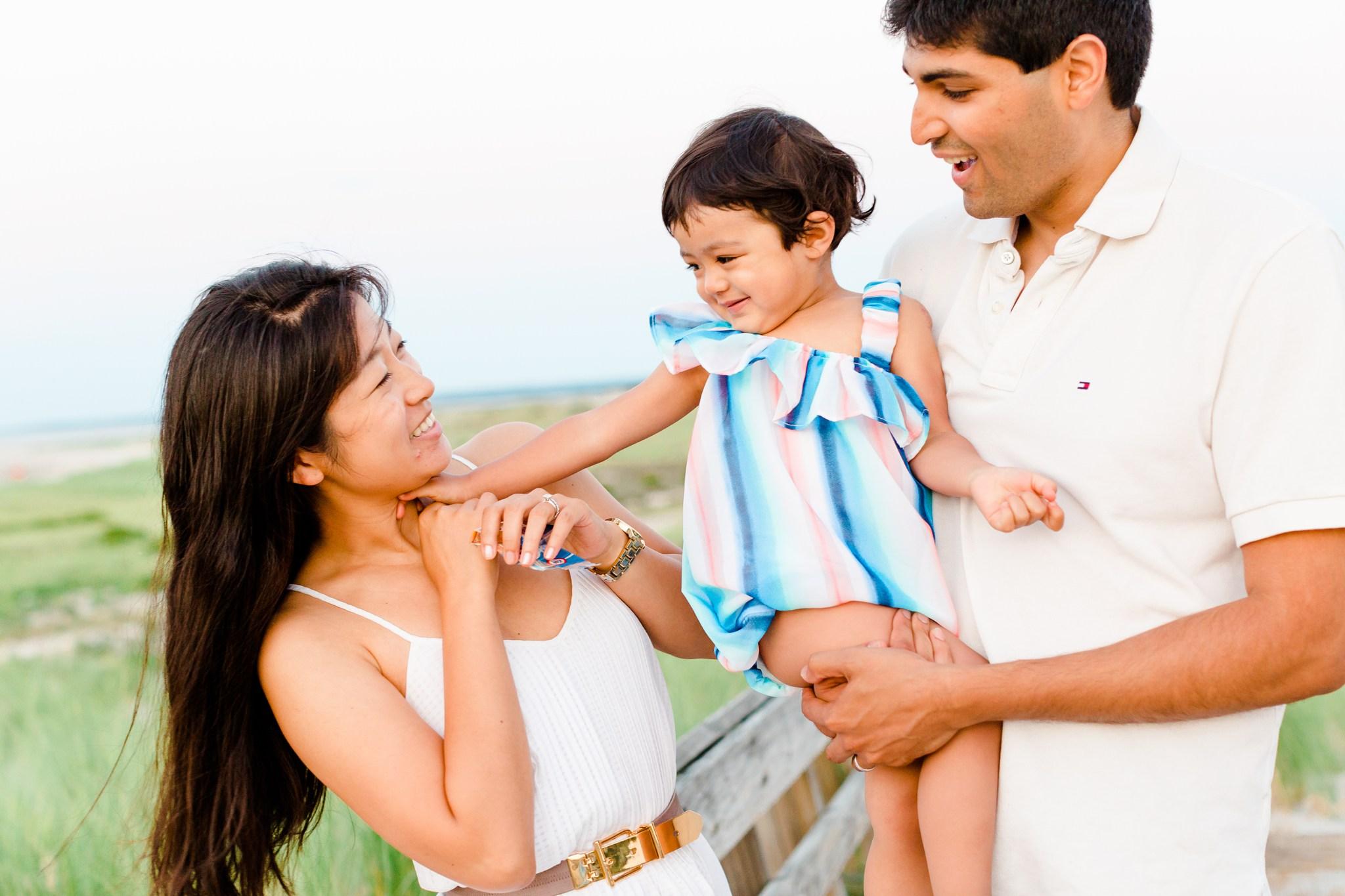 crane_beach_family_portraits_deborah_zoe_00010.JPG
