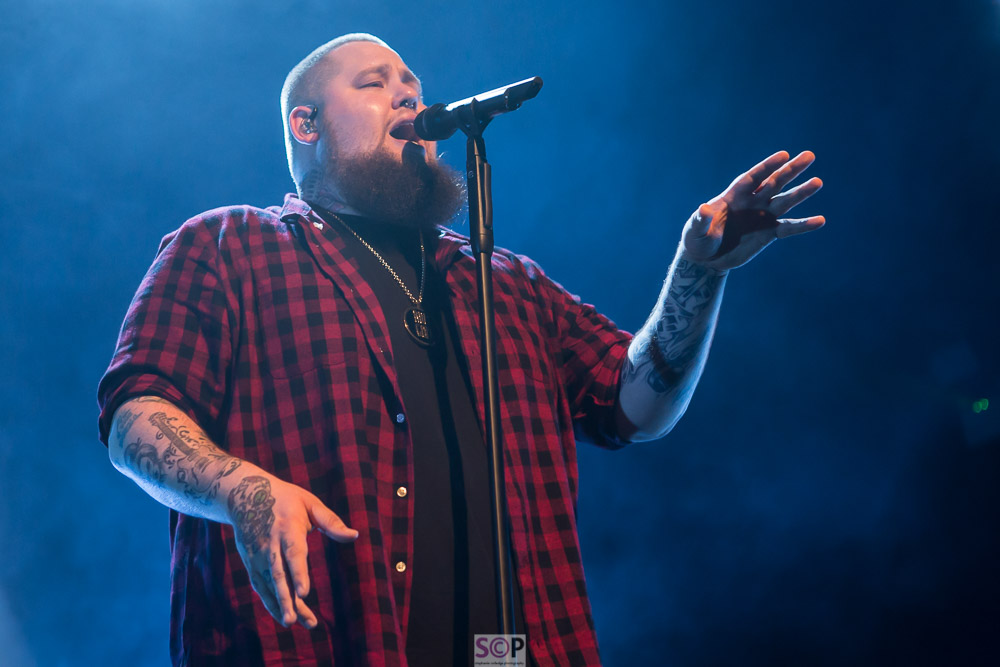 rag n bone man on stage birmingham