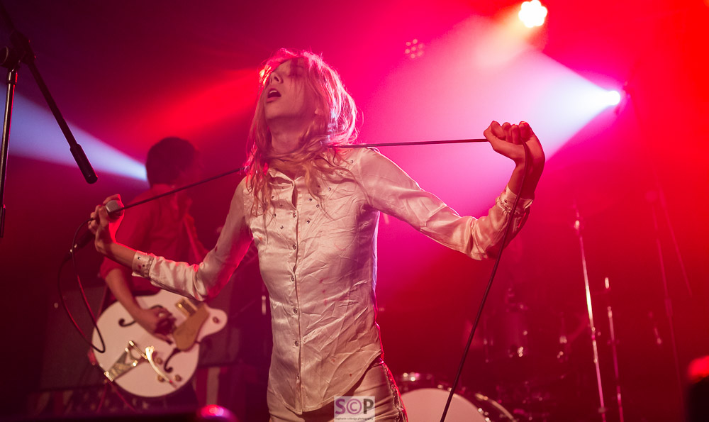starcrawler arrow with mic lead around neck in red light stephanie colledge photography_-2.jpg
