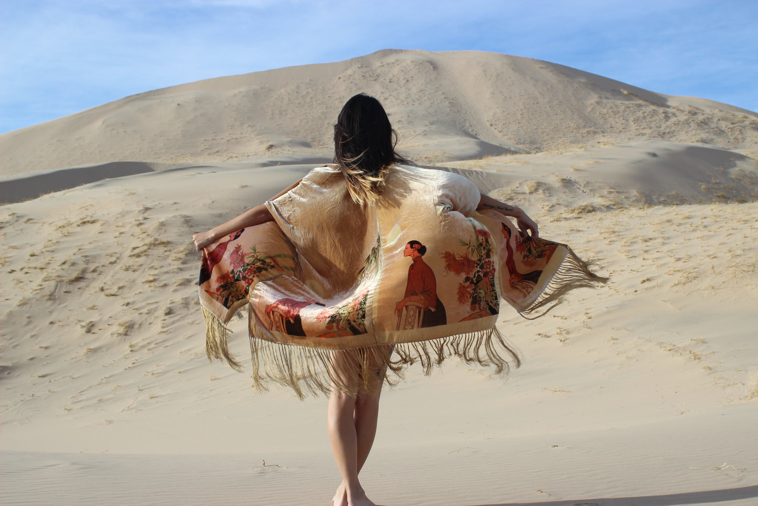 Kelso Dunes with Vanessa (@fromabolivian)
