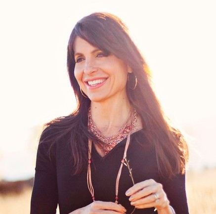 #645 - A Conversation with Lisa Bevere