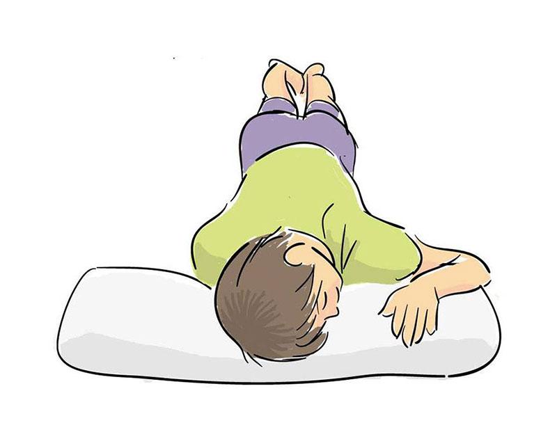 sleeping position: on your stomach. うつ伏せ寝