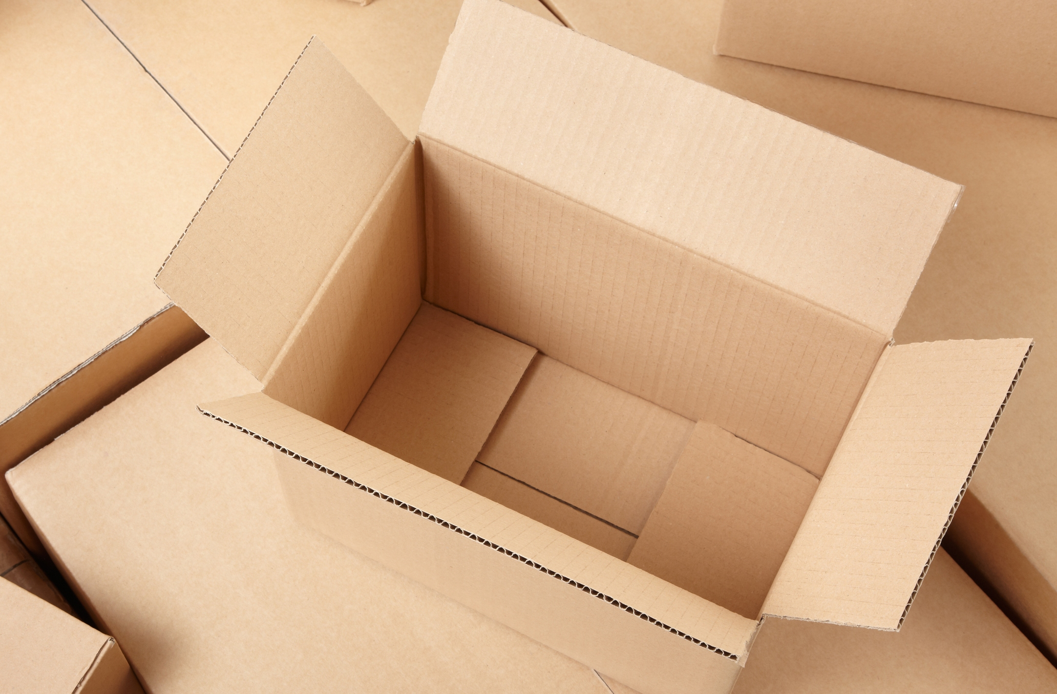 why you shouldn't use cardboard boxes for moving