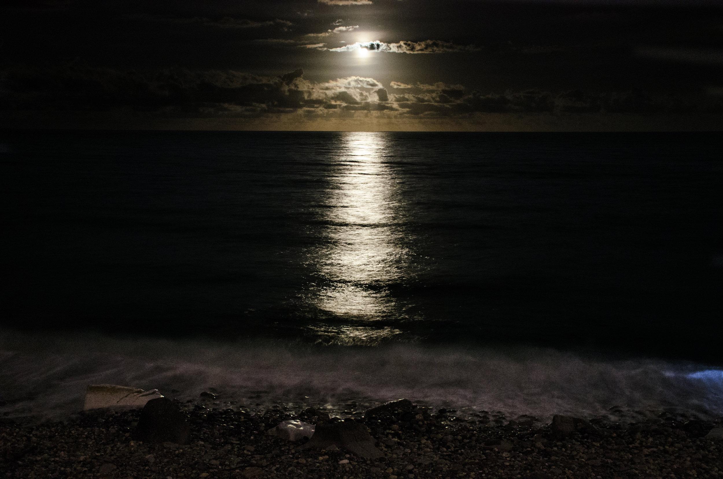 花蓮市周邊的任何一處海岸,都能觀賞月光海