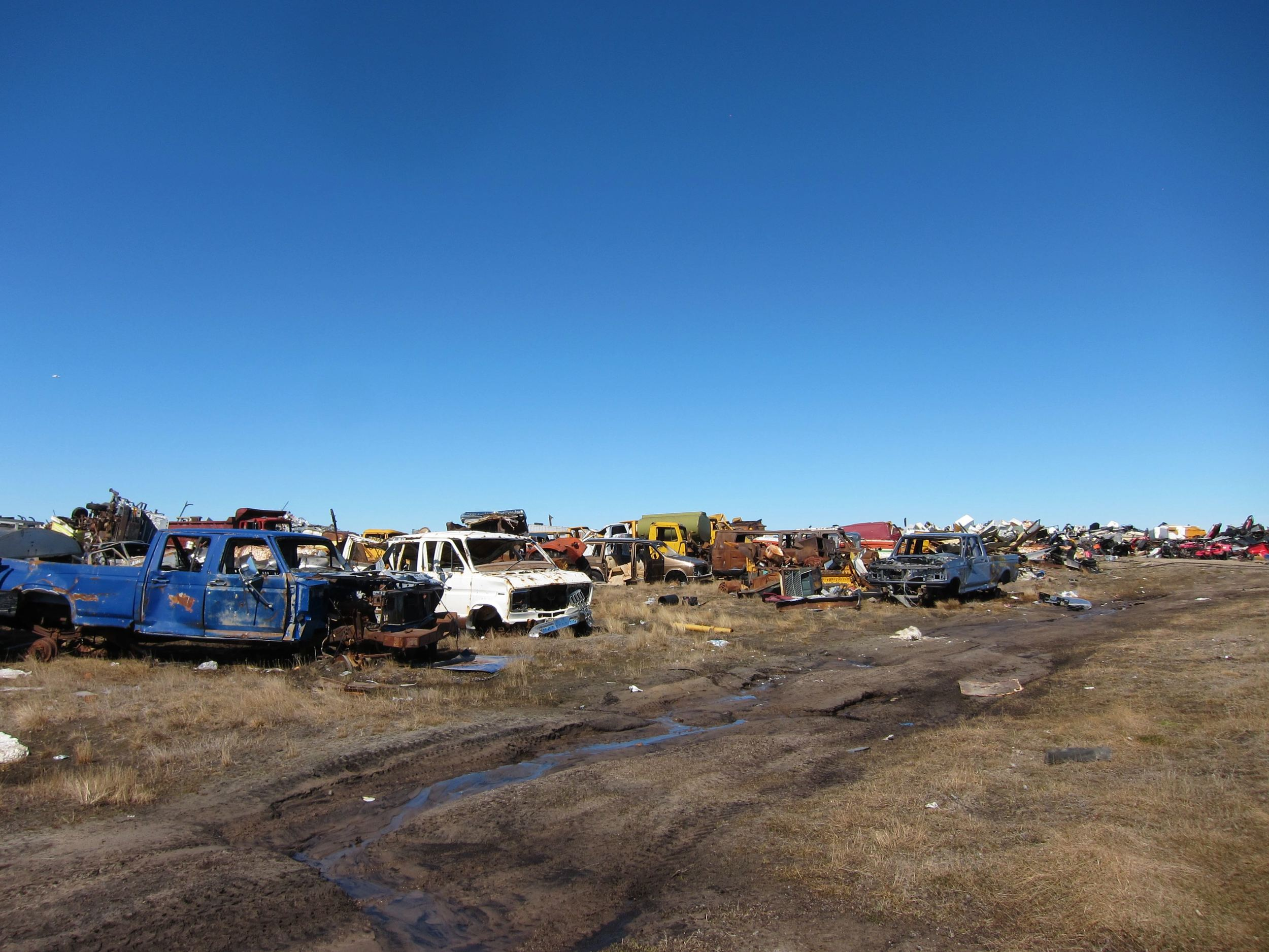 End-of-life vehicles in Gjoa Haven, June 2014. Photo courtesy of Tundra Take-Back.