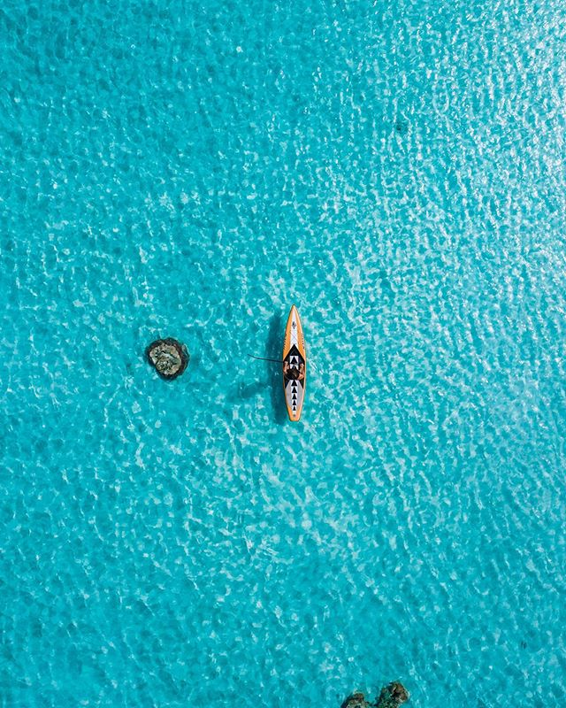 I had a mad dream last night. 😴  Now all I can think about is surfing, diving and cruising around with dolphins and turtles. Classic #Mondayitis going down.  Who else is dreaming up a storm today?  Pic is Rowley Shoals with 📷 @_jampal.