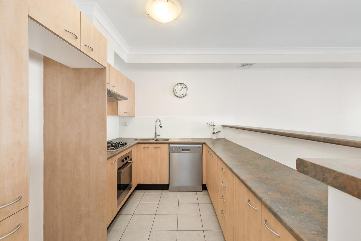 18-753 New Caterbury - Kitchen - Web.jpg