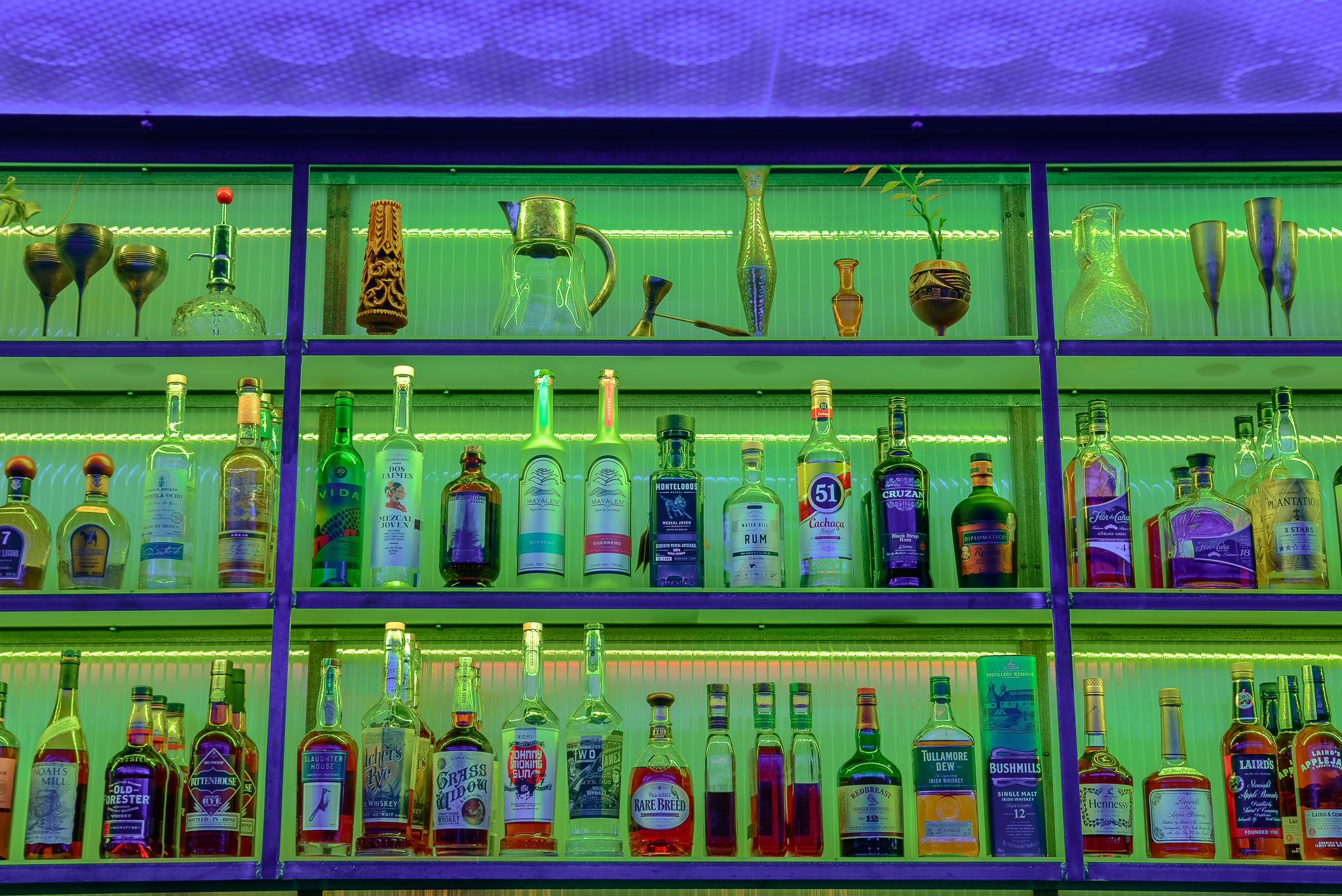 katoi_bar_shevles_green_night.jpg