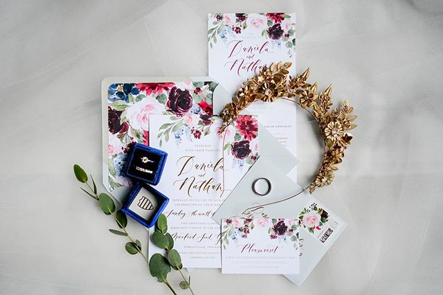 It's #WeddingWednesday so I'm using that as an excuse to show off our amazing stationary by @lahappydesign 😍  I've been a huge fan of Sally's for years, so when we started thinking about invitations, I knew we had to go with her. And we are beyond happy we did. Sally, you managed to perfectly capture our wedding day in these and I'm so grateful I got to work with you to make these a dream come true. Thank you!