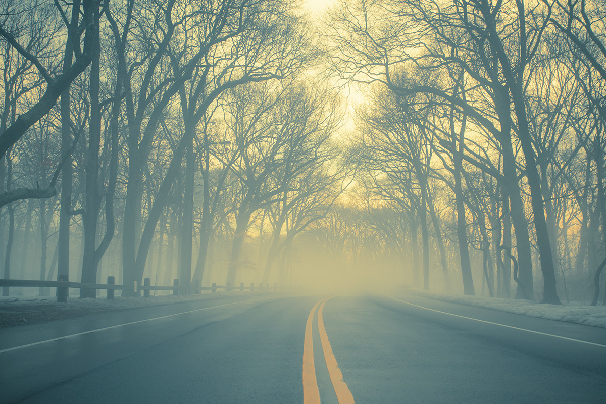 talvinen tie aamuvarhain.jpg