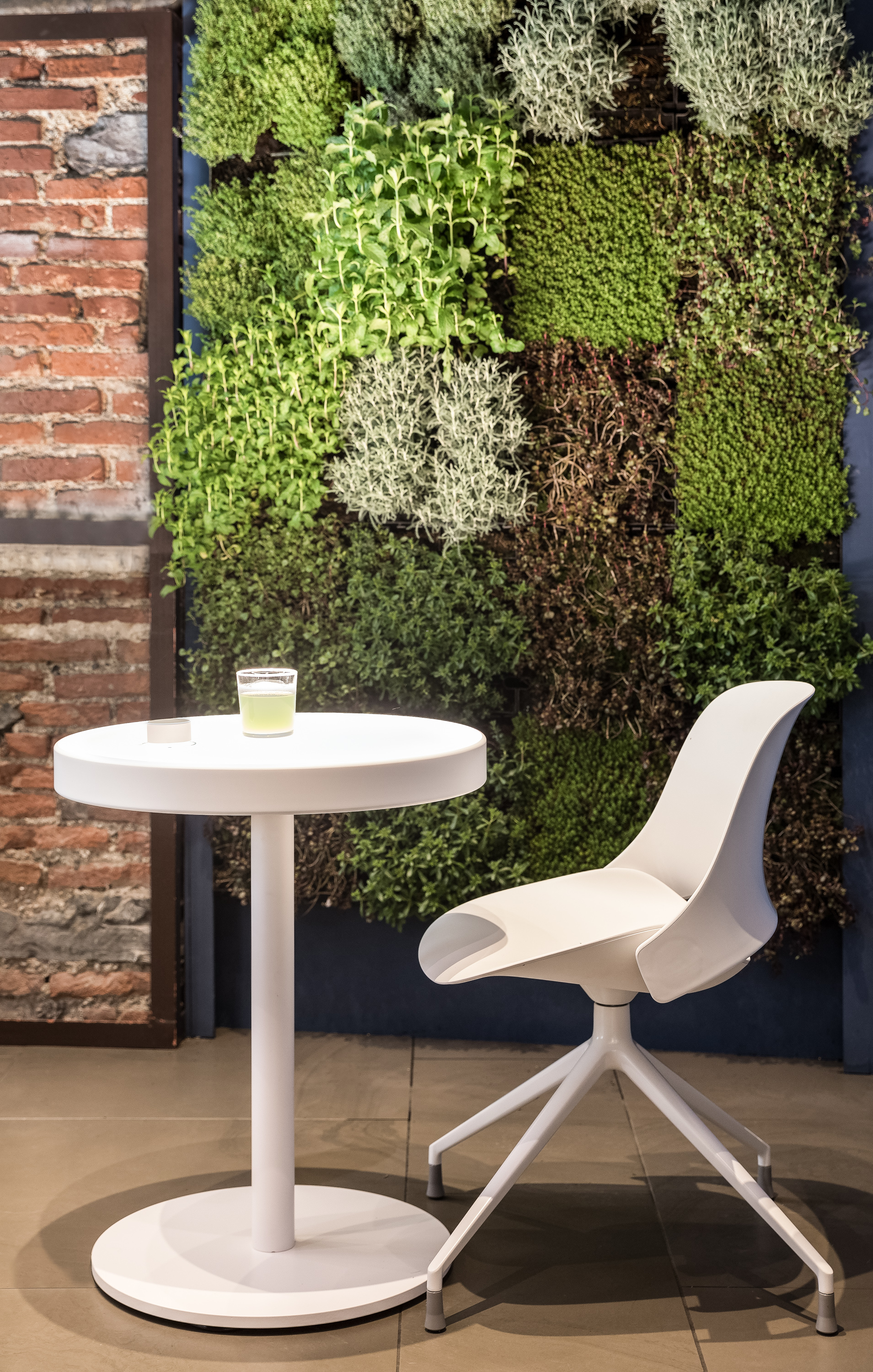 Humanscale RE:CHARGE Café by Todd Bracher - Image by Andrew Habeck