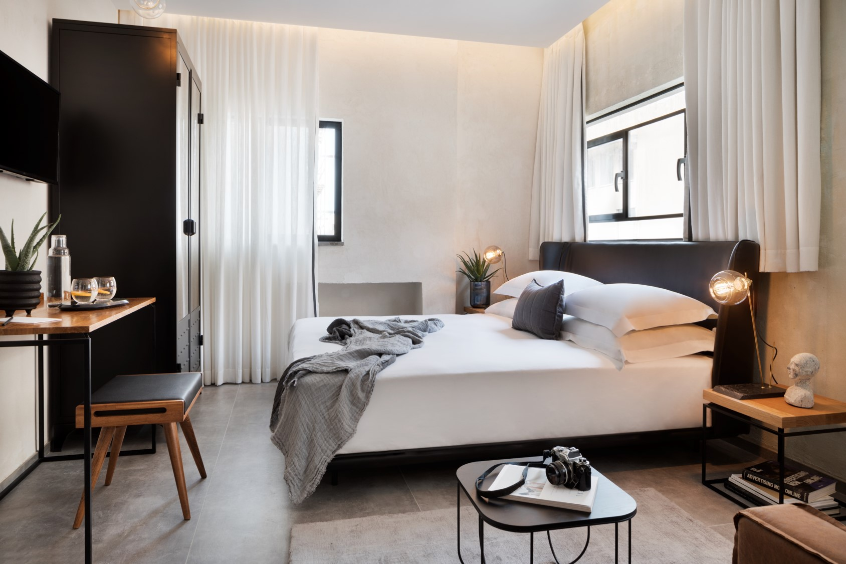 Deluxe Room - Photo by Assaf Pinchuk