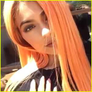 kylie-jenner-peach-hair.jpg
