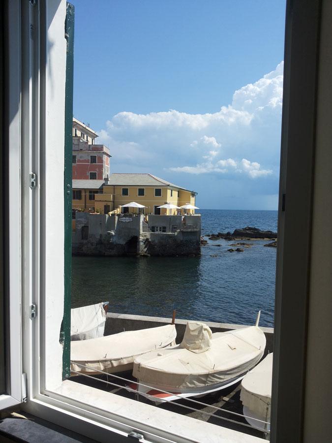 Casa-Vacanze-Genova-9-vista-camera-bella-rid.jpg