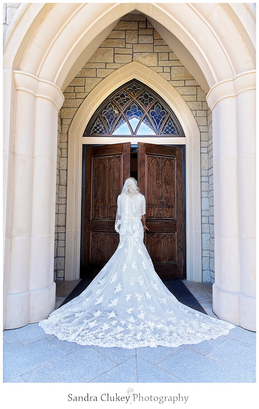 Bride enters chapel