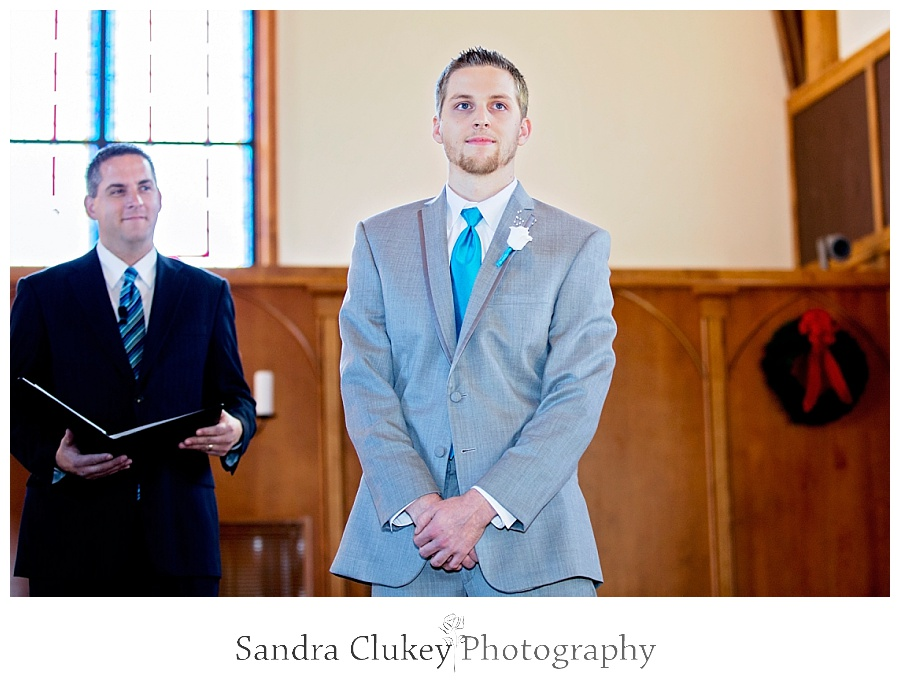 Groom reacts to Bride arriving