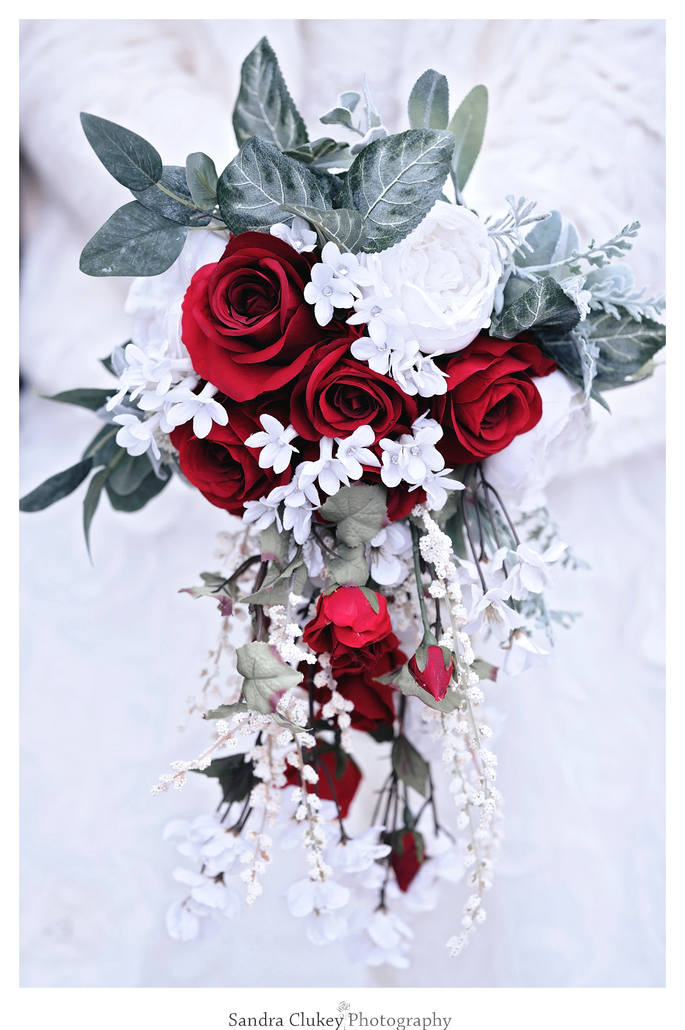 Red and white rose bridal b.ouquet