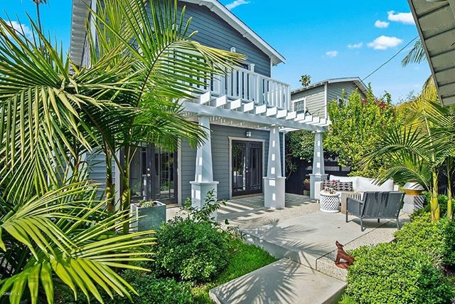 Sunday Dreams ✨ 🌟 This celeb owned Venice home is giving me all the feels! 3 bed | 2 bath listed at $3,150,000, 2,330 sq. ft with HaltonPardee. Can we say #housegoals ?
