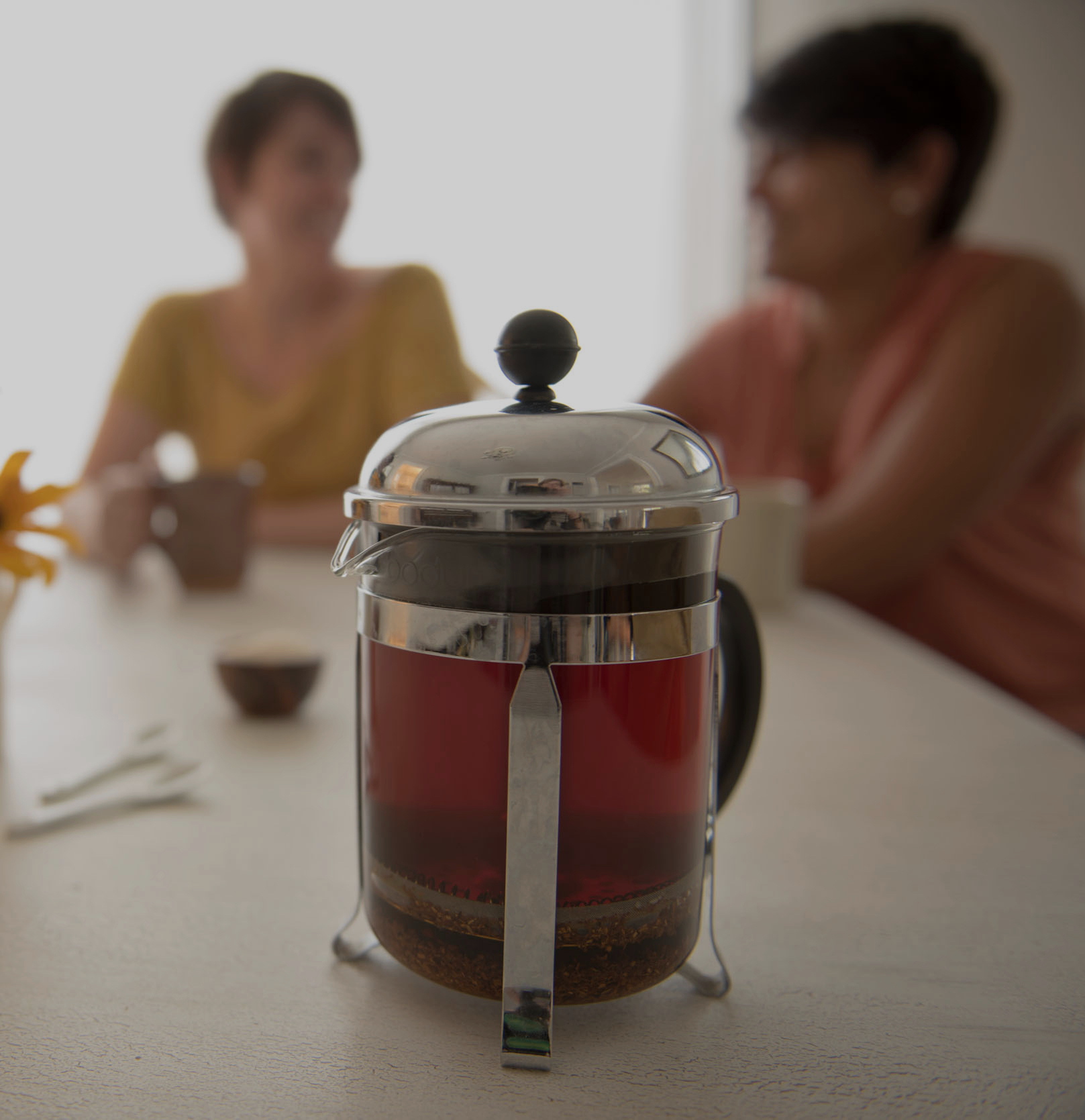 Making Loose Leaf Tea with Friends (mobile)