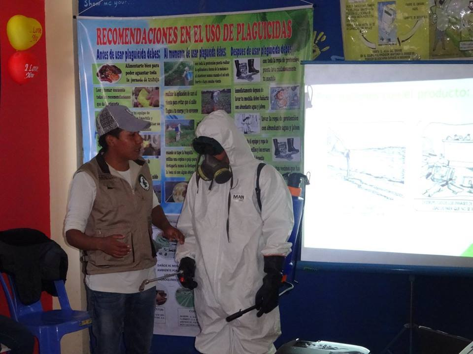 Franz presenting how to wear proteccion while using pesticides.