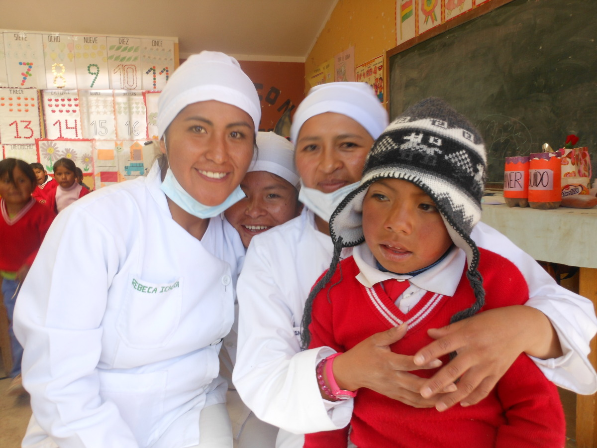 Gicela (the second one on the right) graduated in Odontology.